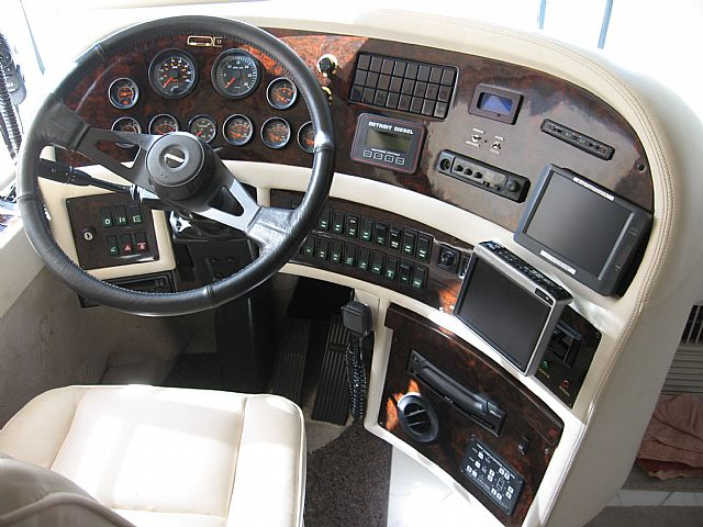 Prevost Rv Custom Dashboards And Cockpit Areas